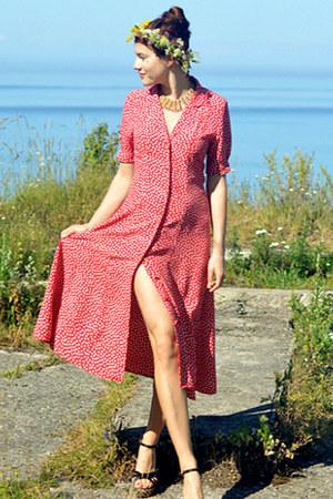 red polka dot print vintage dress - yellow field flowers DIY hair accessory