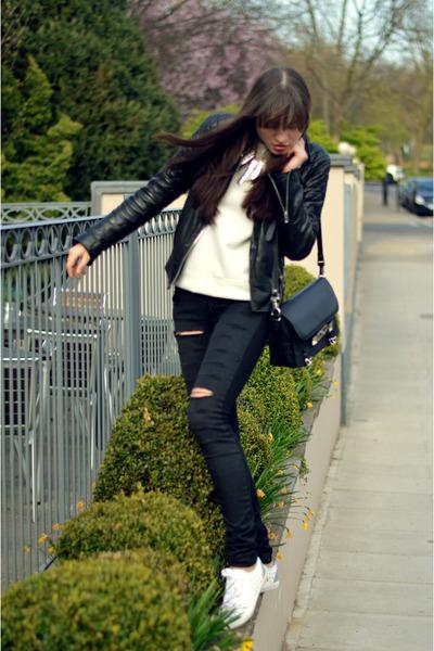 black ripped skinny Maje jeans - black leather All Saints jacket