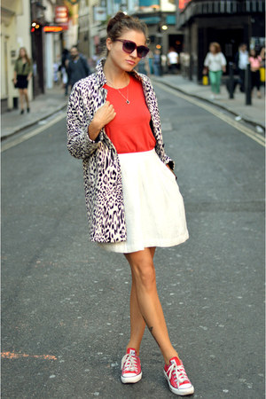 red loose fit Theory t-shirt - animal print Zara coat