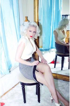 ivory bullet bra Secrets in Lace intimate - ivory kitten vintage heels