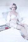 Pink-powder-puff-vintage-box-hat-ivory-harlow-fox-intimate