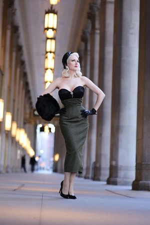 black bustier Atelier Jensen top - army green wool Atelier Jensen skirt
