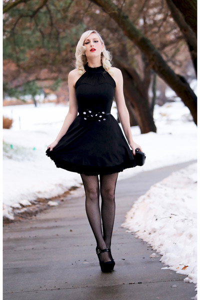 black lbd Lookbook Store dress - black clutch OASAP bag