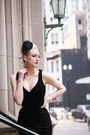 Black-velvet-pinup-girl-clothing-dress-black-top-hat-niccoco-hair-accessory