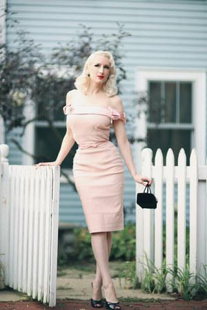 black velvet vintage bag - light pink pencil The Pretty Dress Company dress