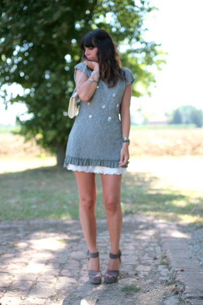 dark khaki ChiccaStyle dress - ivory vintage bag - heather gray cinti sandals