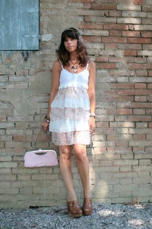 white ChiccaStyle dress - pink vintage bag - light brown Regina clogs