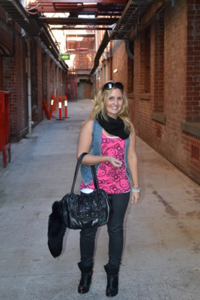 hot pink hello kitty top - Miss Shop vest
