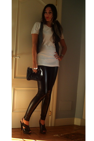 Bershka vest - Burberry t-shirt - Zara purse - Bershka pants - Mango shoes