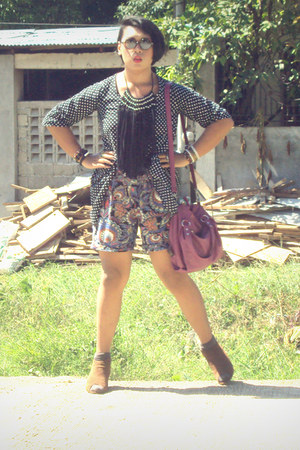 unbranded bag - thrifted shorts - Ray Ban sunglasses - July blouse - aizilym nec