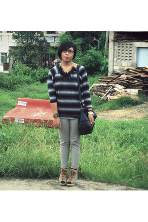 H&M sweater - korean brand leggings - Parisian bag - SM socks - Carbon market ne
