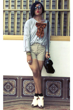 janeo shoes - Parisian bag - Levis shorts - Robert verienne top