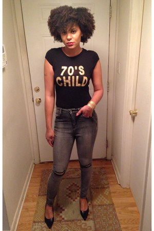 black 70s child Forever 21 t-shirt - charcoal gray ripped faded Forever 21 jeans