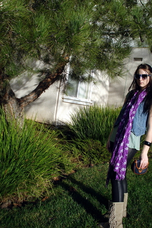 wannabe ray-bans sunglasses - purple American Eagle scarf - green top - black Ca