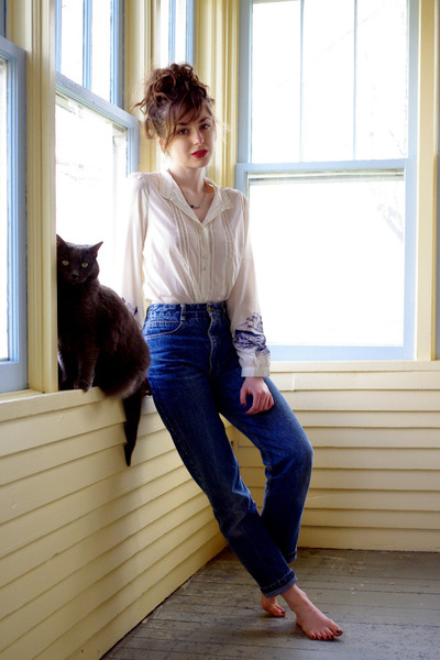 ivory village Book of Deer blouse - blue vintage Guess jeans
