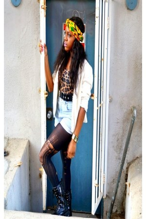 Dollhouse boots - linnen vintage blazer - DIY tights - vintage shorts - mesh H&M
