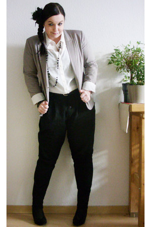 tan H&M blazer - off white GINA TRICOT blouse - black New Yorker pants - black A