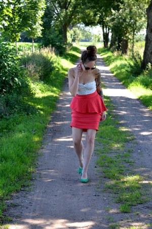 green heels Zara pumps - rayban sunglasses - peplum skirt Zara skirt