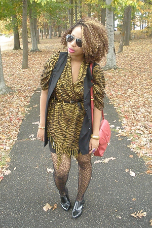 H&M scarf - Urban Outfitters shoes - gianni bernini purse - vest