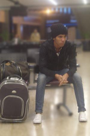 navy Zara jeans - black black cap Love hat - black Zara jacket