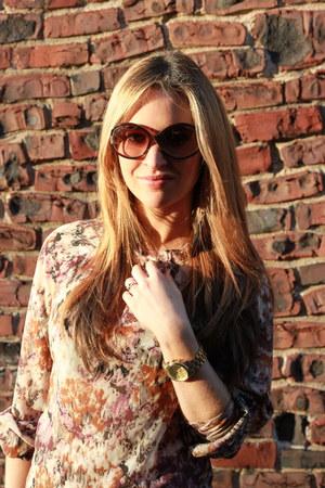 salmon Ali & Kris blouse - Tom Ford sunglasses - deep purple Forever 21 earrings