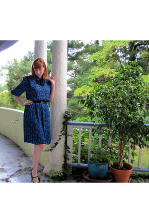 blue vintage dress - black Bally shoes