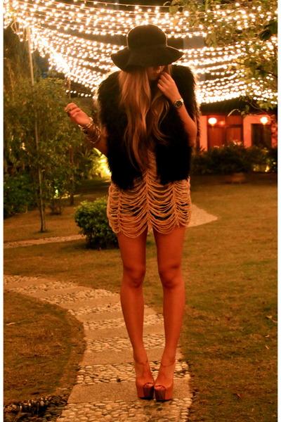 tawny Jessica Simpson heels