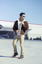 brown Guess boots - tan ecko jeans - sherpa Levis jeans - v neck Hanes shirt
