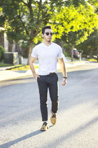Clarks shoes - v-neck Puma shirt - black chinos Levis pants
