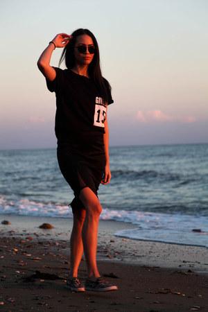 pencil skirt AX Paris skirt - round LGR sunglasses - printed Mymoo t-shirt