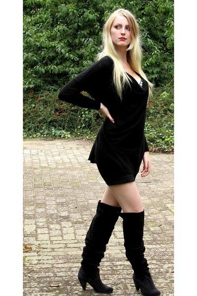 Black H&M Sweaters, Black H&M Skirts, Sacha Boots, Factory ...