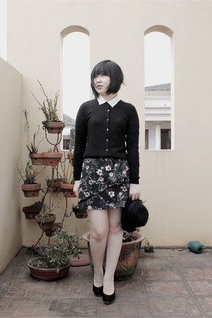black Uniqlo cardigan - black Zara skirt