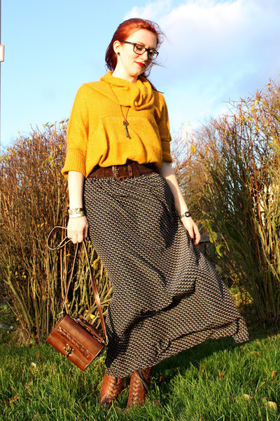 navy Promod skirt - brown Zign boots - gold Promod sweater - brown vintage bag