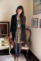 Small shoe shop in Porto shoes - Zara dress - Primark blazer - Parfois bag - vin
