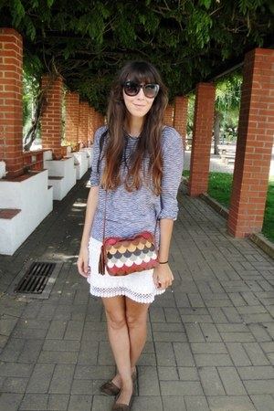 tawny scalloped Springfield bag - black H&M sunglasses