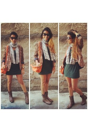 brown boots - forest green dress - brown leopard print blazer