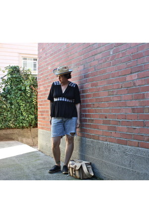 unknown brand bag - no brand hat - denim shorts Diesel Jeans shorts