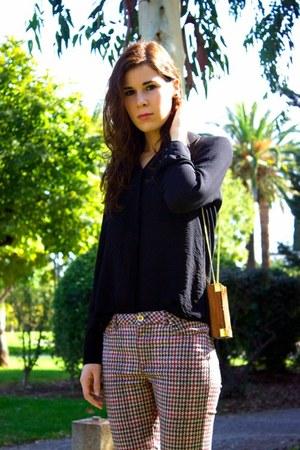 wood Other Stories purse - Zara jeans - Mango shirt