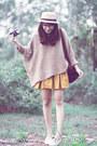 Ivory-vintage-shoes-beige-knitted-sweater-crimson-velvet-vintage-bag