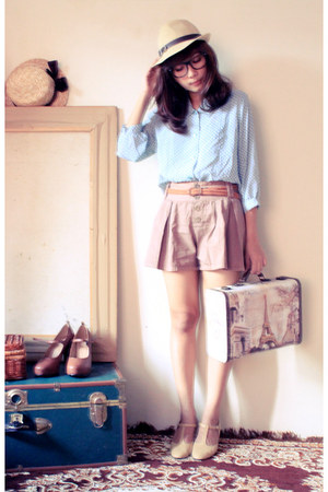 beige t-strap leather vintage shoes - light pink cotton bonvieux shorts