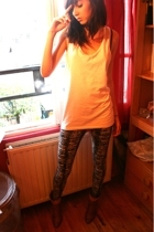 H&M top - H&M leggings - San Marina shoes