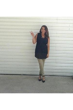 black Forever21 top - camel JCPenney jeans - black BCBG heels