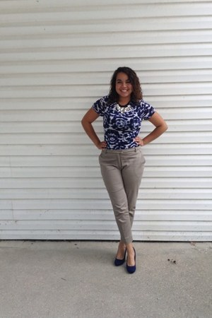 navy JCPenney top - camel H&M pants - navy heels