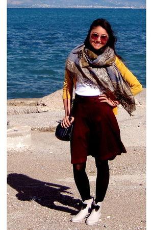 gray vivienne westwood boots - black Ukrainian tights - red Zara skirt - blue vi