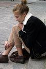 Black-h-m-jacket-beige-zara-pants-brown-zara-shoes