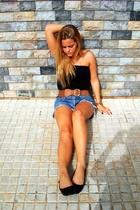Topshop top - Le Swing belt - Levis shorts - Ulanka shoes