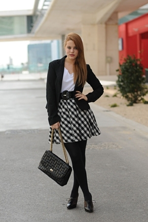 Mango blazer - H&M t-shirt - H&M skirt - Zara purse - Bimba & Lola shoes
