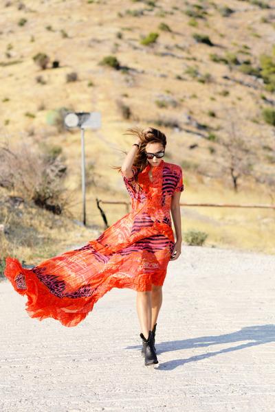 carrot orange roberto cavalli dress - black ASH boots