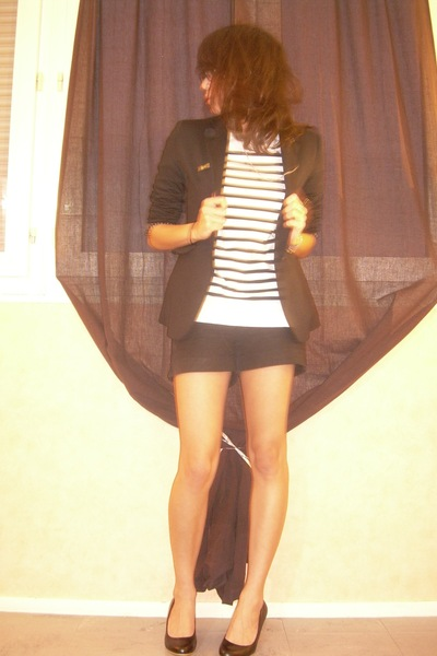 Zara child blazer - H&M shorts - Oysho t-shirt - Lily Shoes shoes