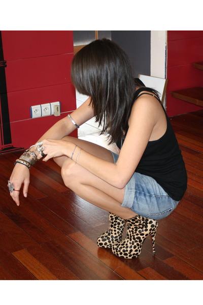 black Petit Bateau top - blue Zara shorts - Louboutin shoes